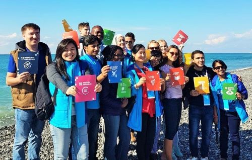 UN Volunteers stand together with their awards.