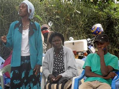 Photo of a community health worker in Komo voicing her opinion during the Community Dialogue Day.